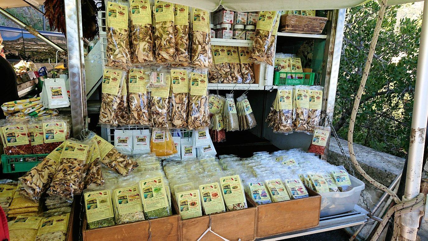 アマルフィ海岸のポジータノ付近の出店の様子2