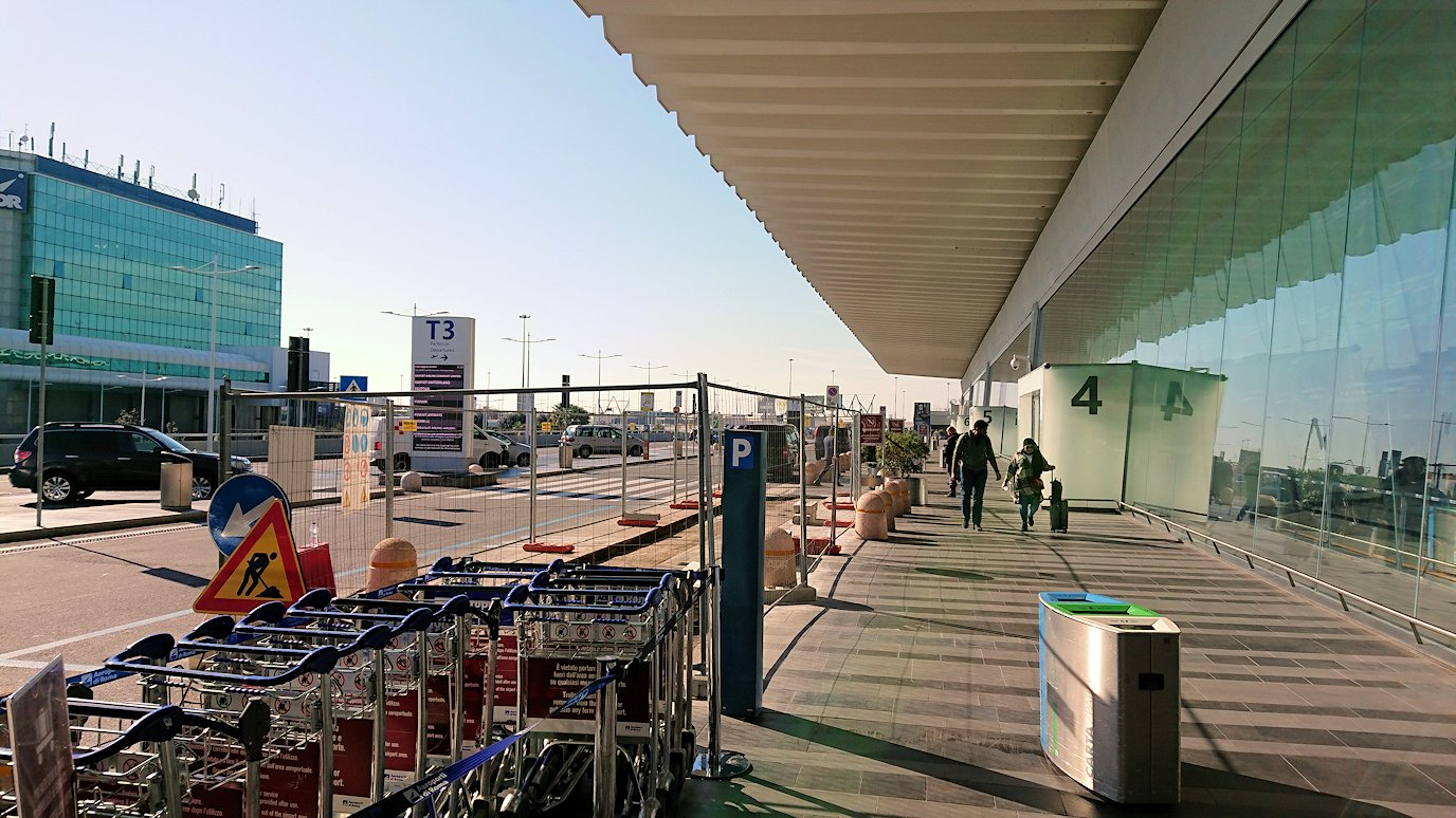 ローマの空港に到着3