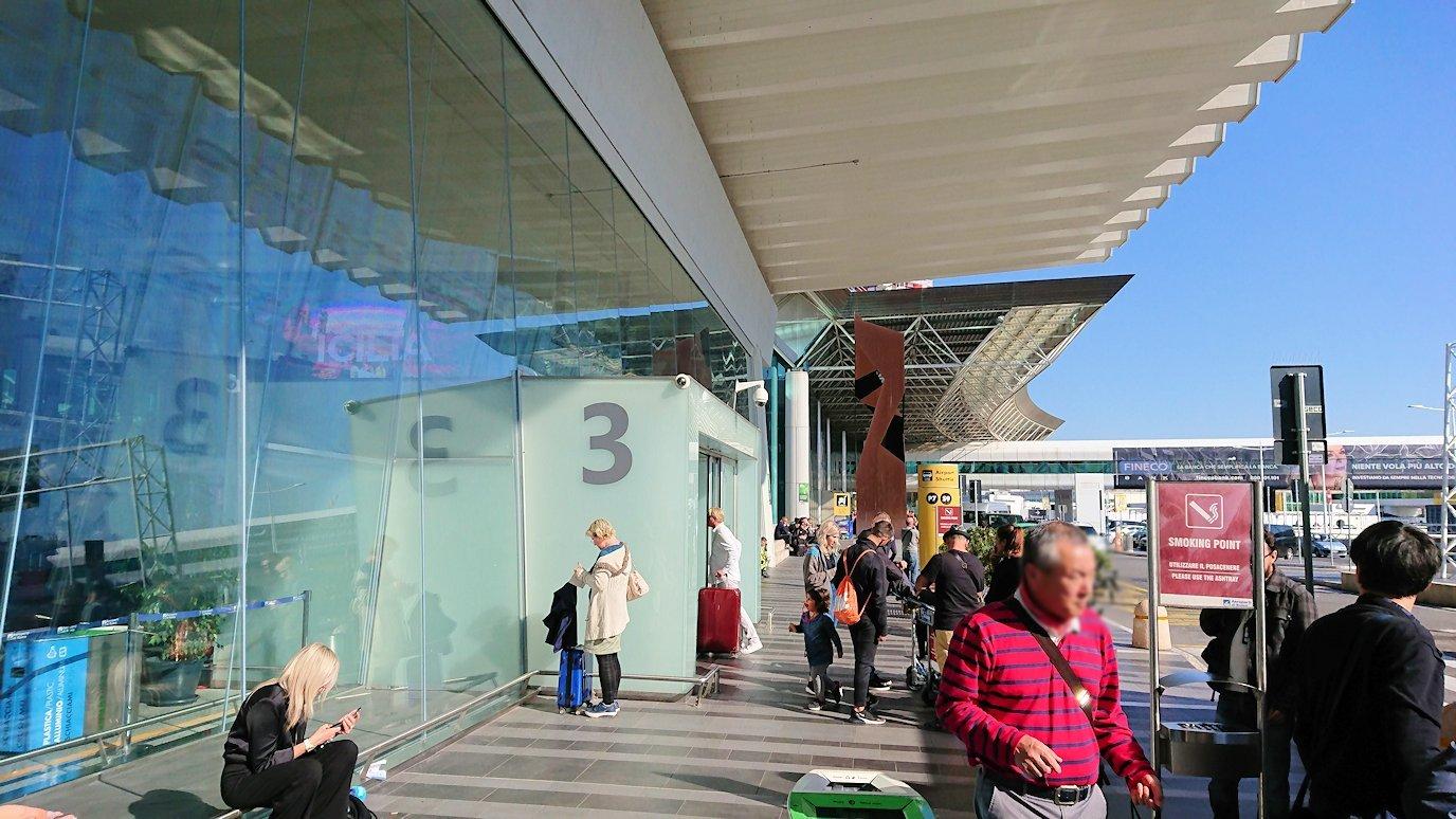 ローマの空港に到着4