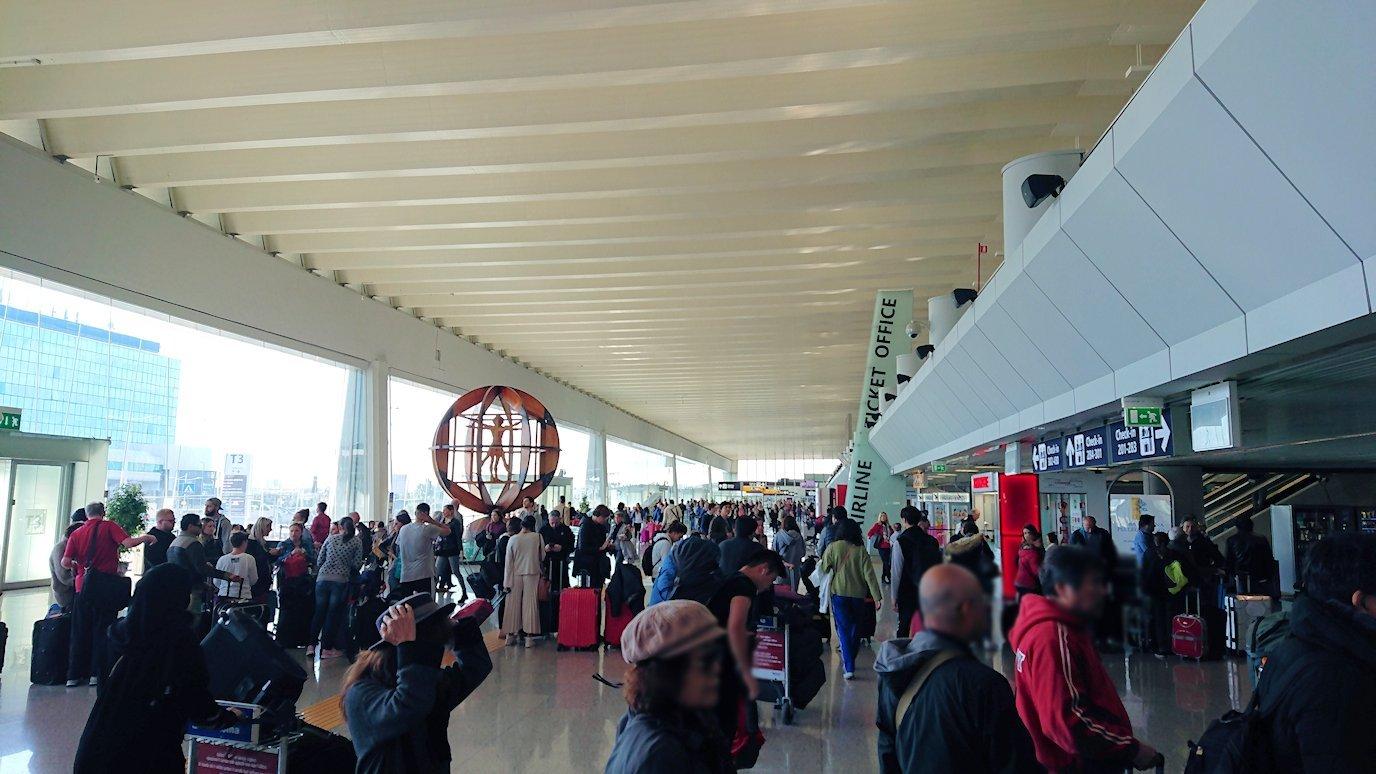 ローマの空港に到着5