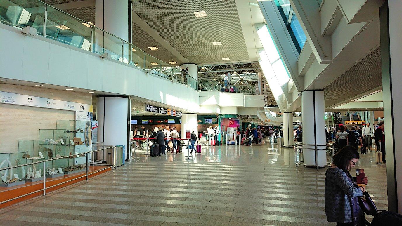 ローマの空港に到着6