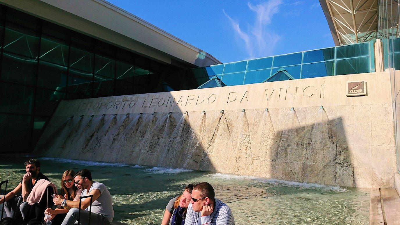 ローマの空港内部の様子3