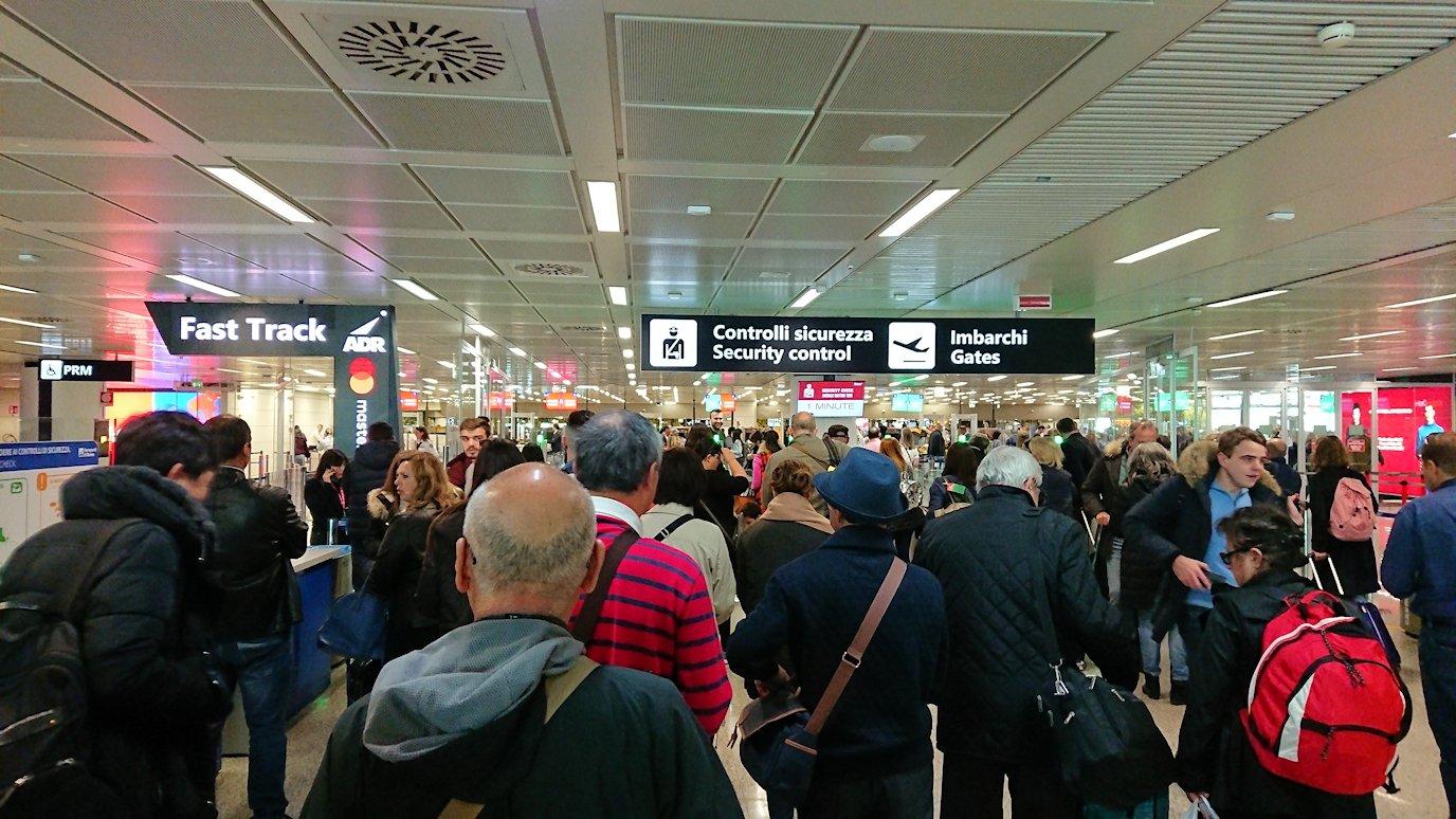 ローマの空港内部の様子7