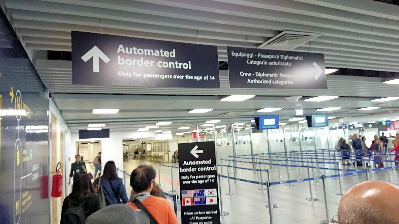 ローマの空港で出国手続き3
