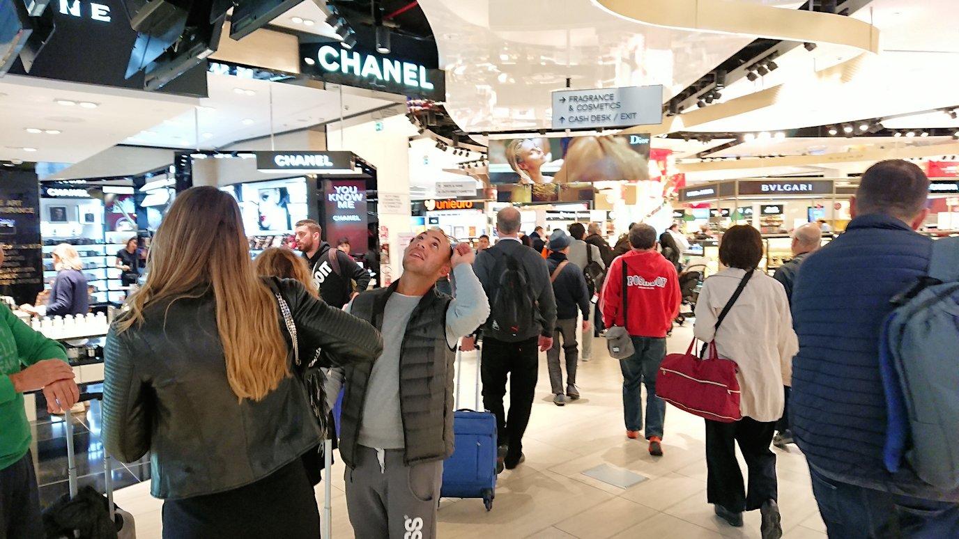 ローマの空港の国際線ターミナルに入場2