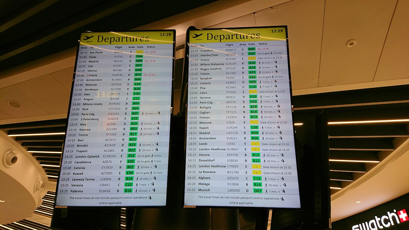 ローマの空港の国際線ターミナルに入場8