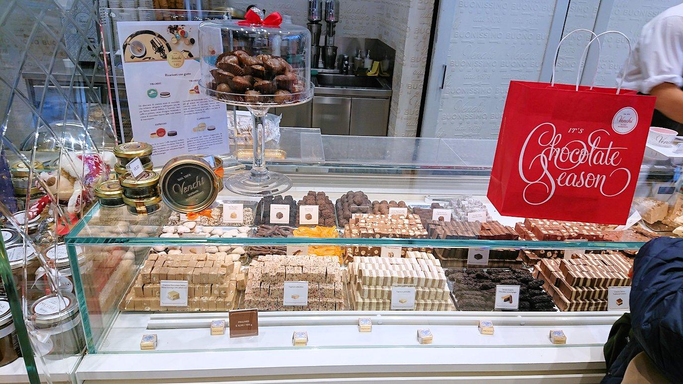 ローマ空港内のチョコレート屋2