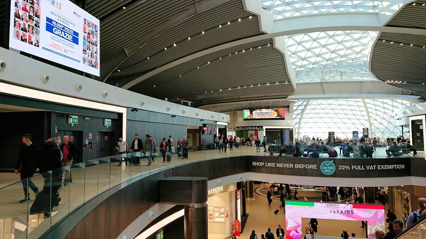ローマ空港内で2階の様子2