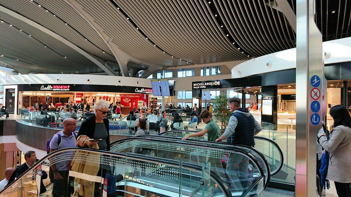 ローマ空港内で2階の様子3
