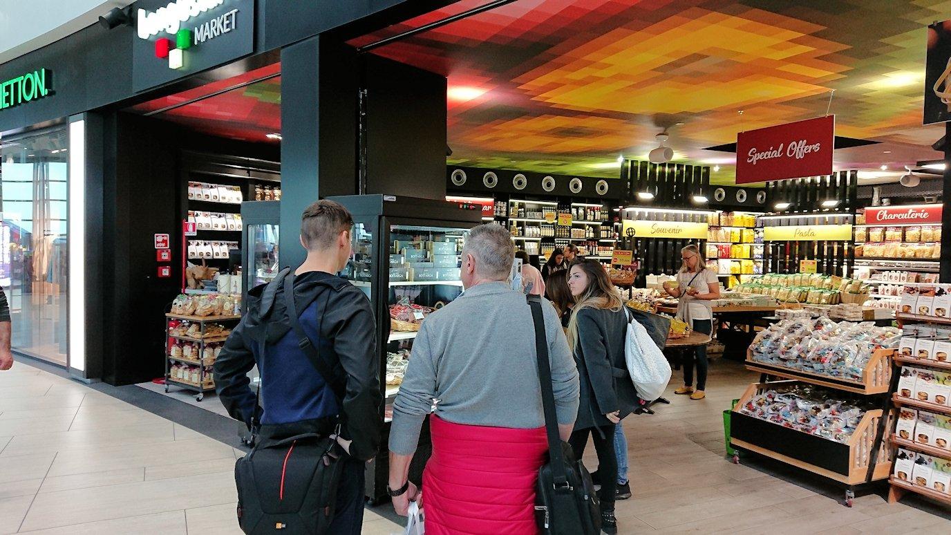 ローマ空港内で2階の様子5