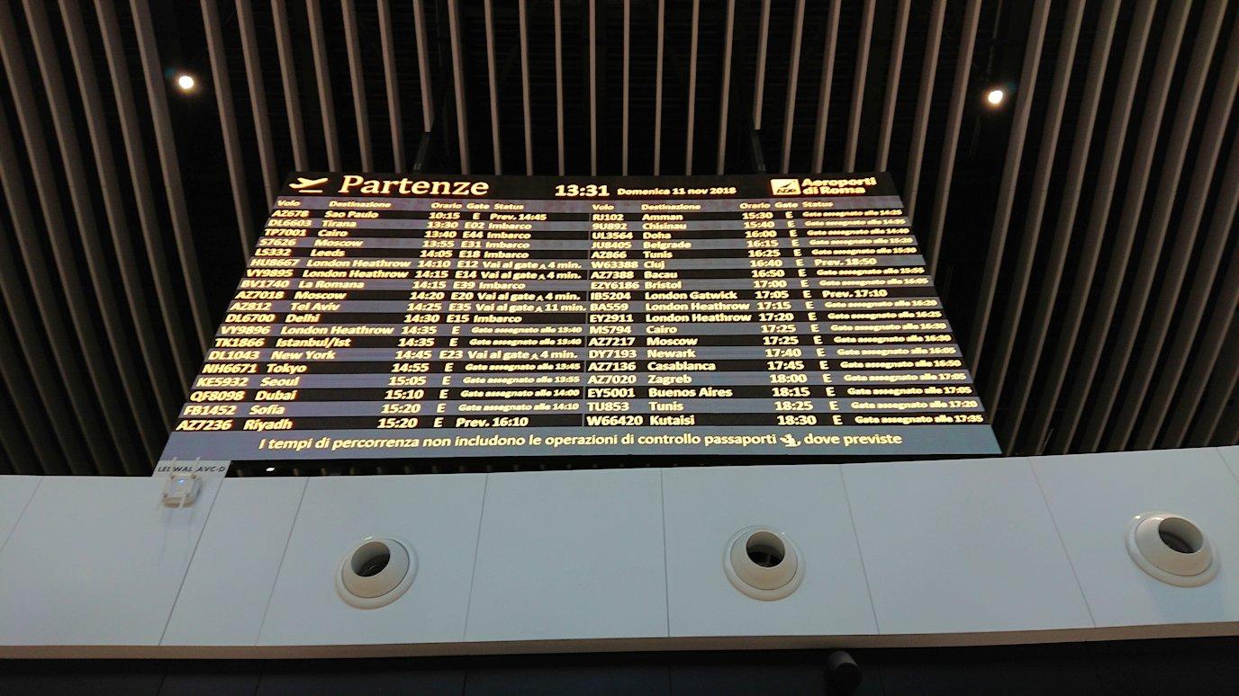 ローマ空港内で2階の景色2