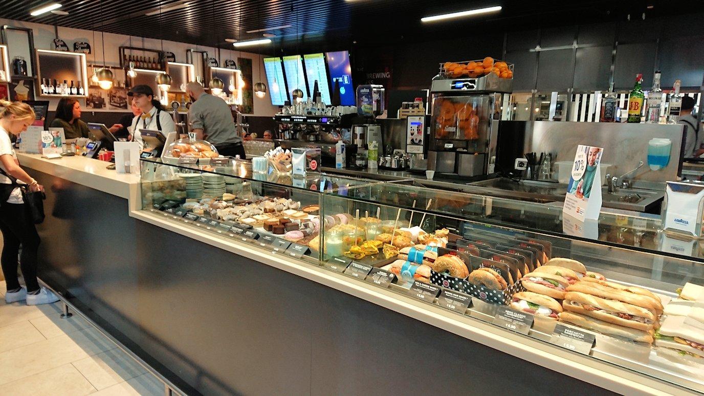 ローマ空港内で2階の景色3