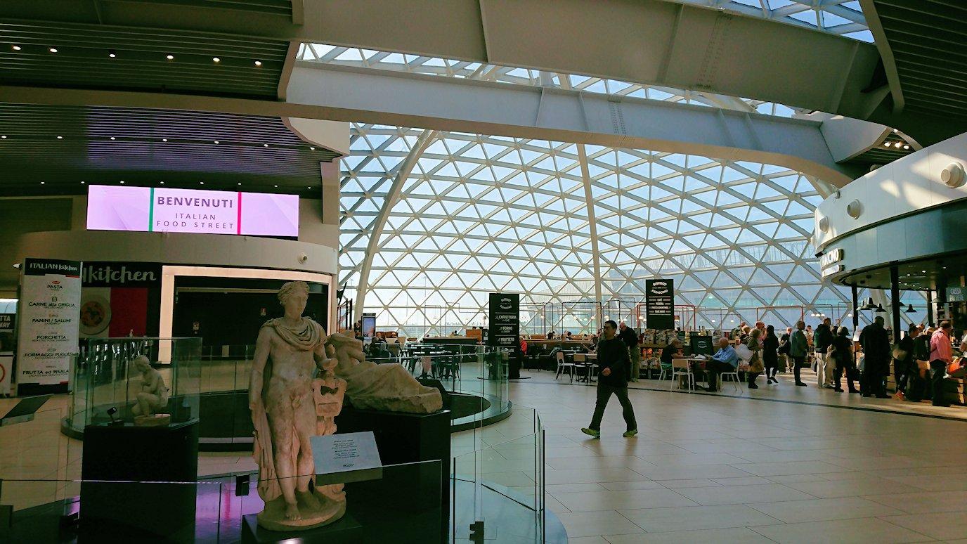 ローマ空港内で2階の景色6