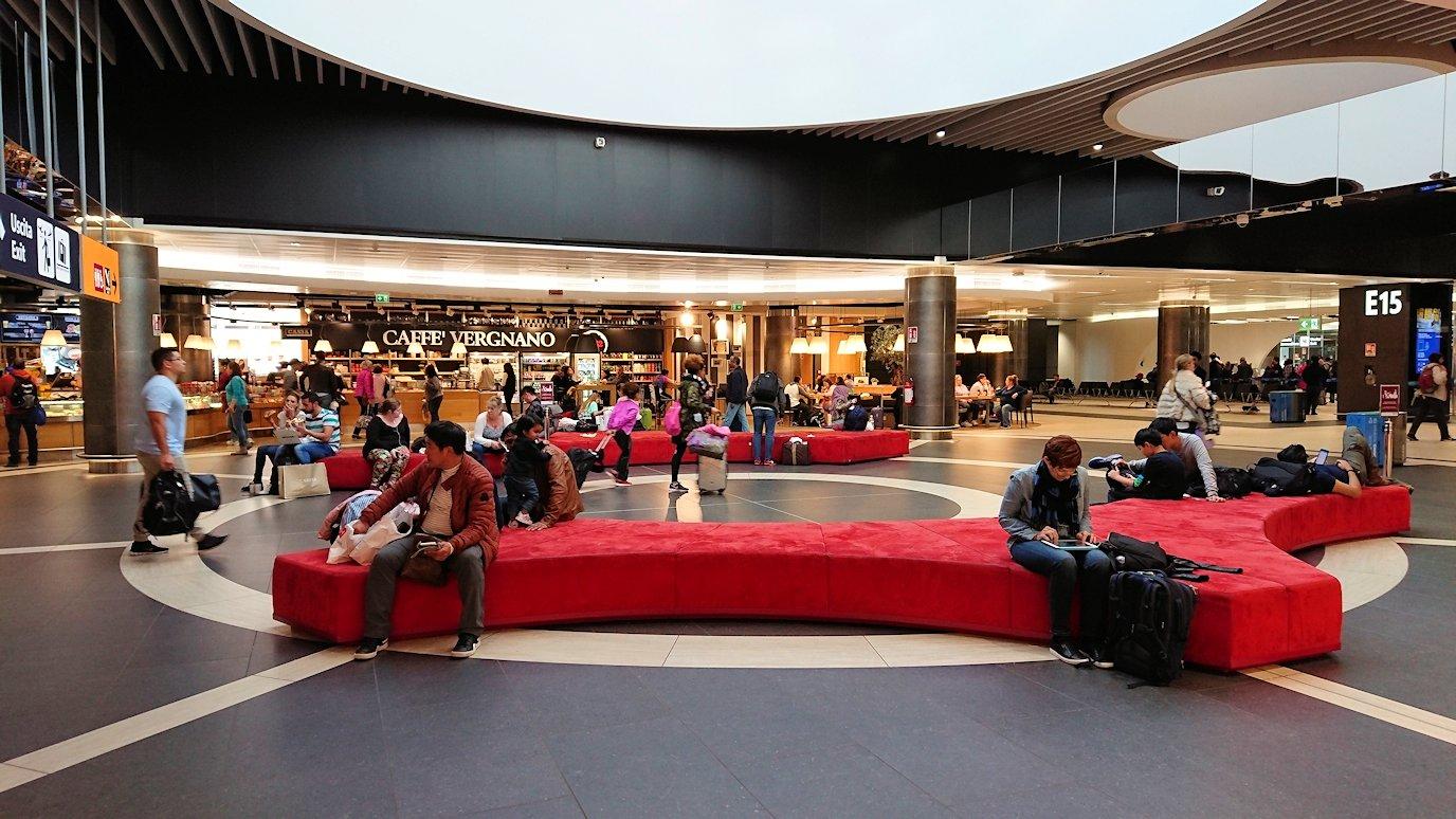ローマ空港内の大きなクッション