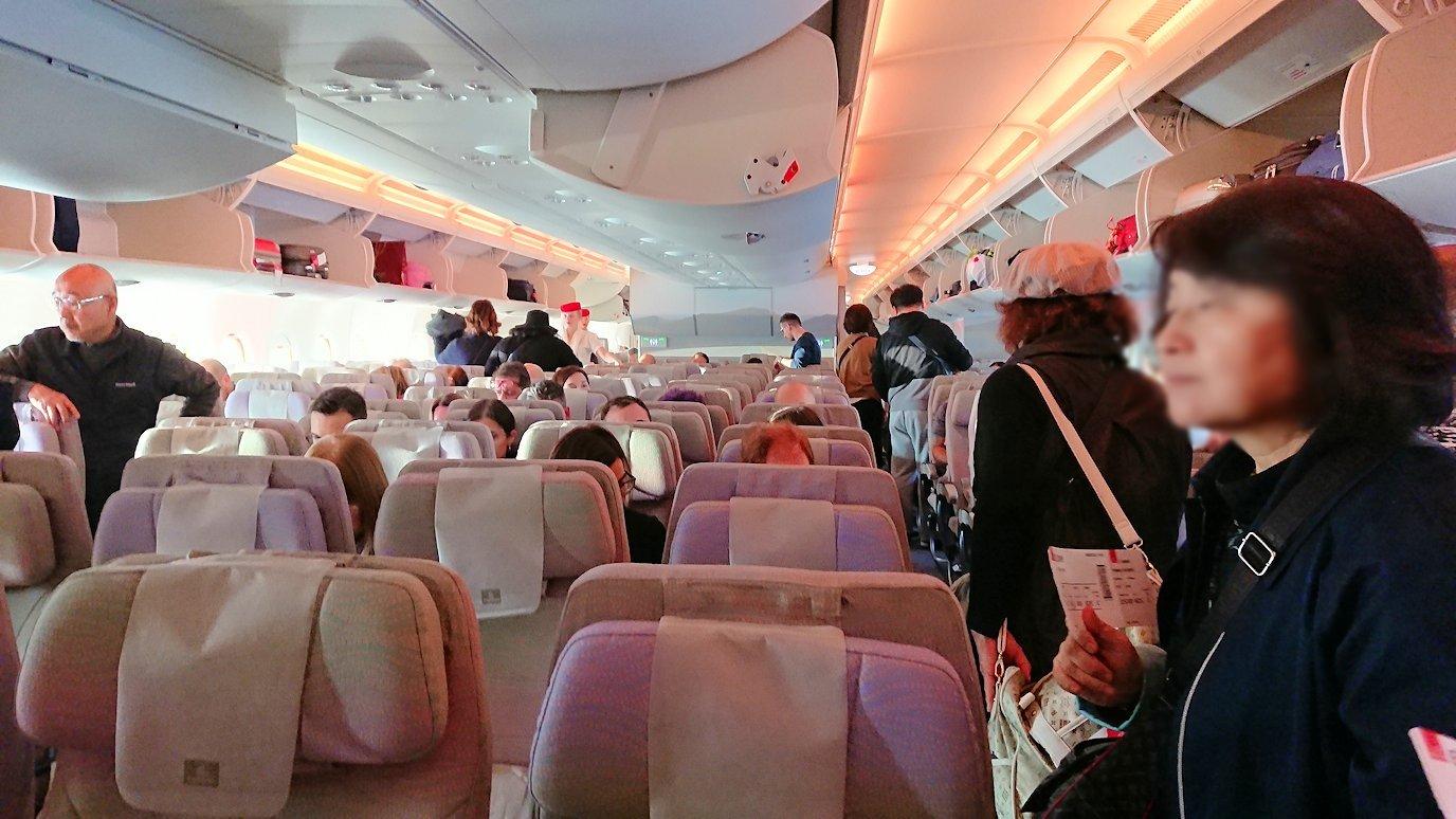 イタリアからの帰りの飛行機の機内の様子