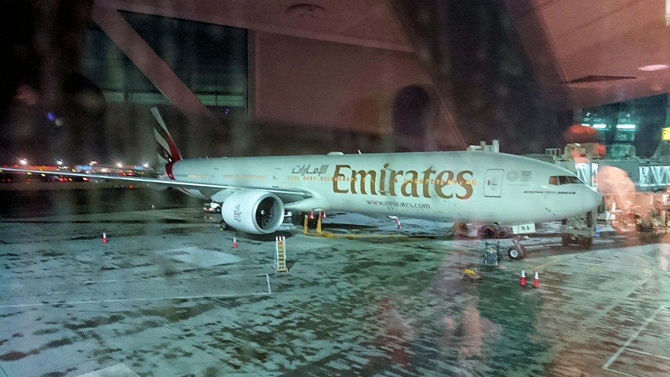 イタリアからの帰りの飛行機でドバイに到着