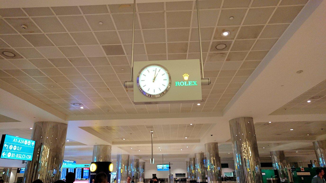 ドバイ空港内を移動3
