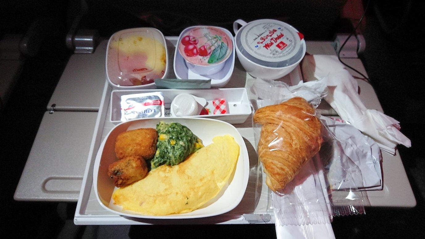 日本に帰るエミレーツ航空のA380機内の機内食