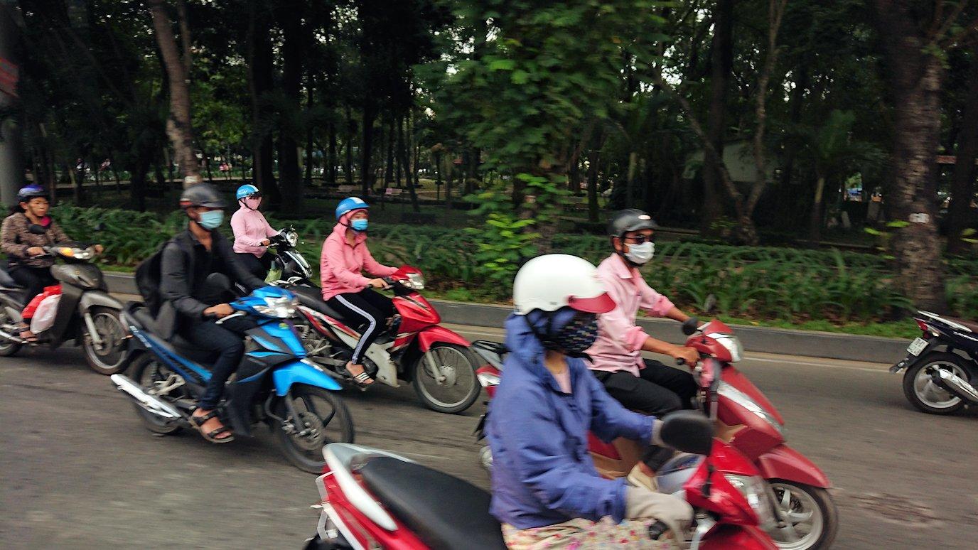 HISホーチミン支店に向かう途中に見かけたバイク5