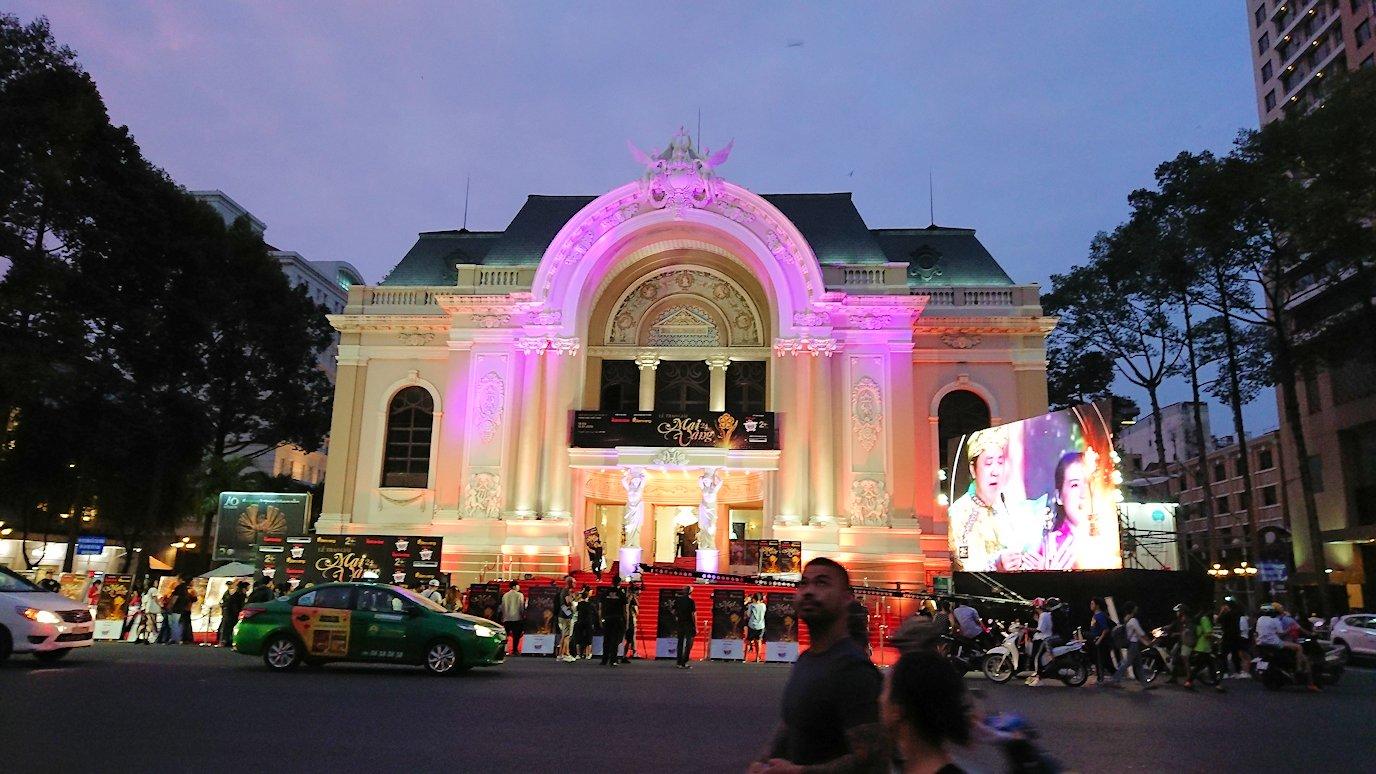 ホーチミンの夜の市民劇場