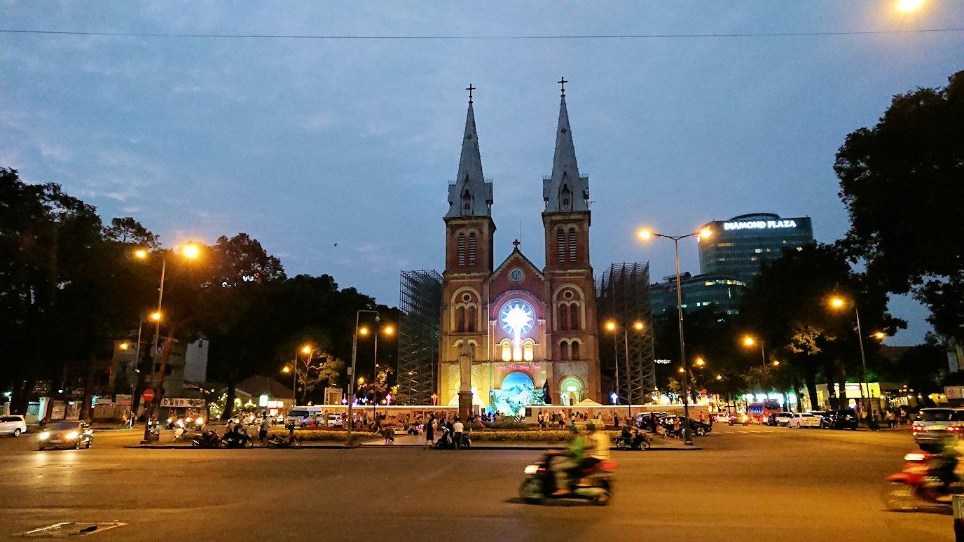 夜のドンコイ通りの大教会