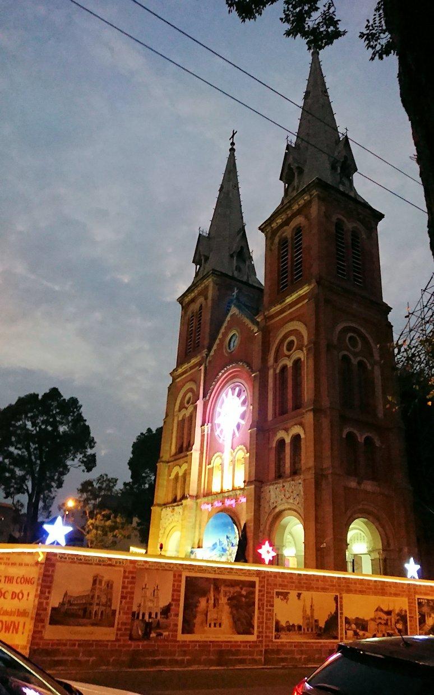 夜のドンコイ通りの大教会2
