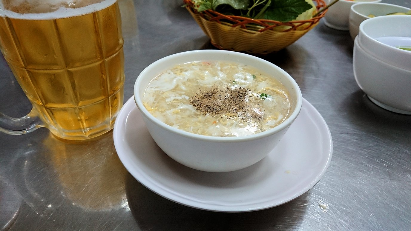 ソフトシェルクラブの料理屋さんで蟹スープを頂く