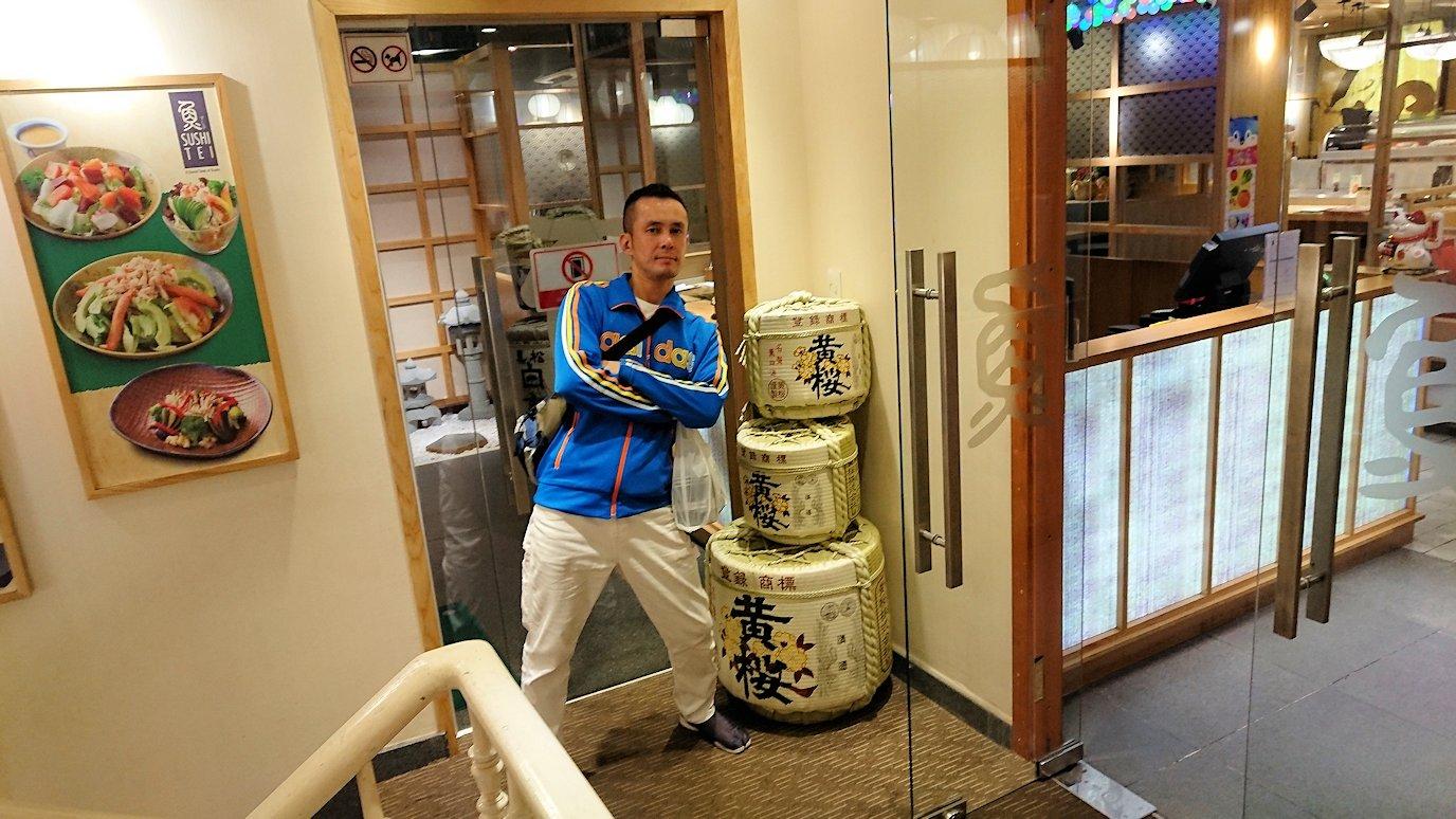 サイゴンホテルの2階の日本食レストラン前にて3