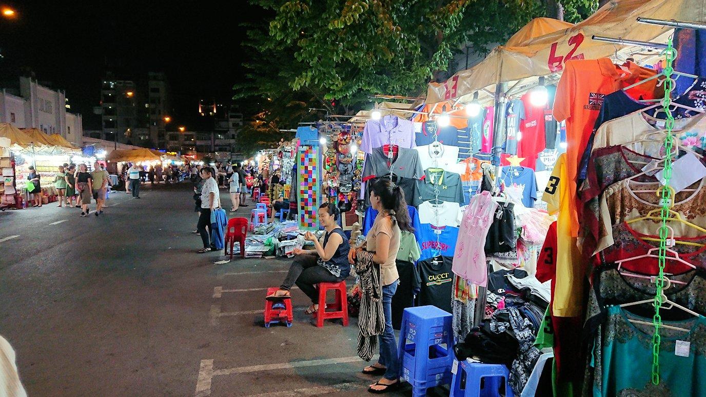 夜のベンコイ:ナイトマーケットに到着する