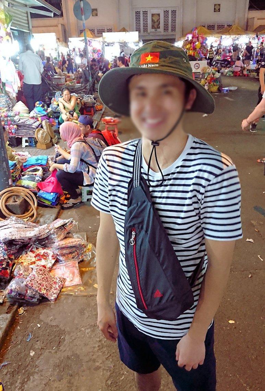 夜のベンコイ:ナイトマーケットで帽子を物色3