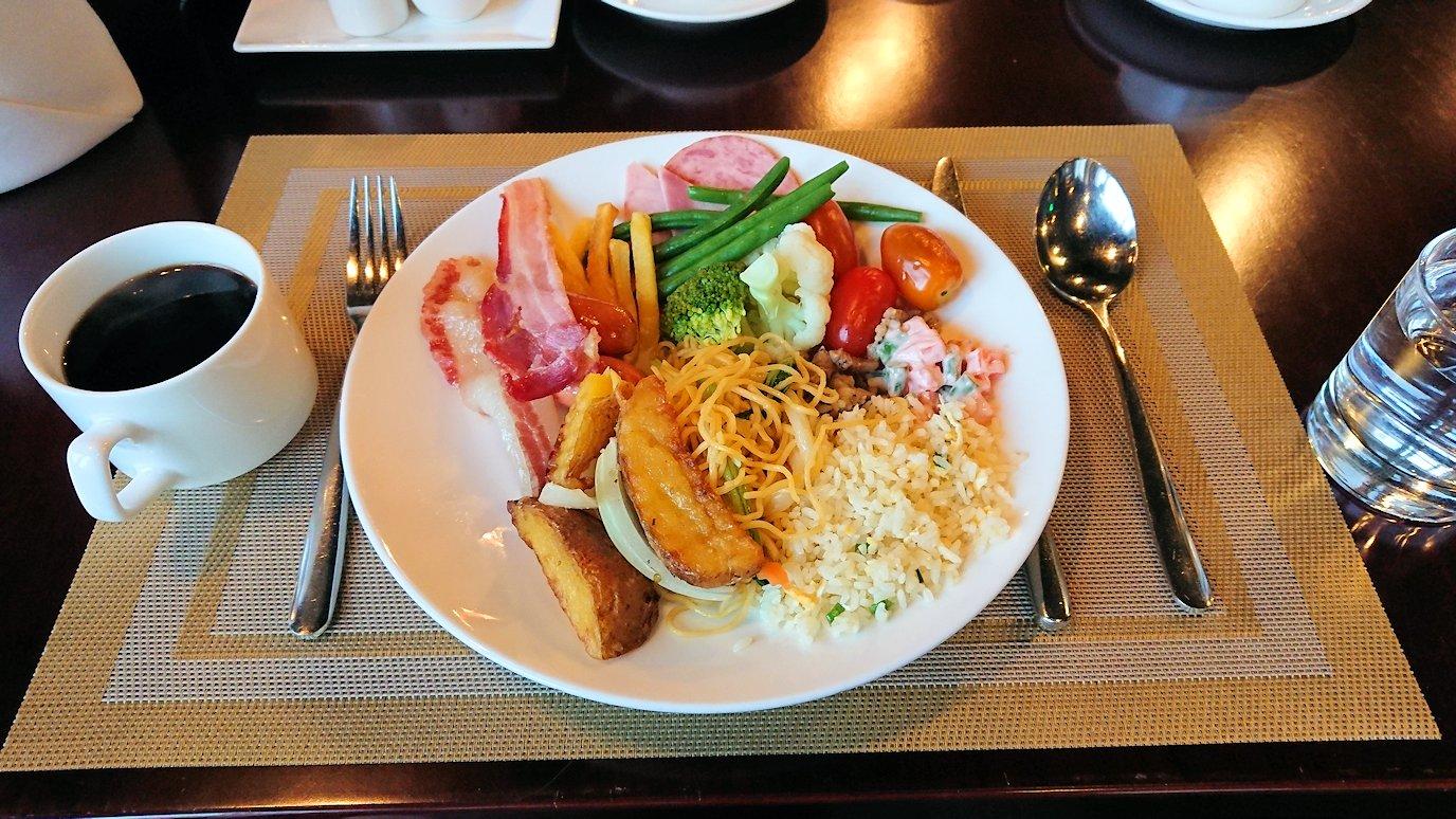 サイゴンホテルの朝食会場でいただきま~す