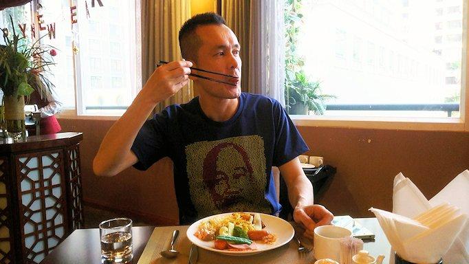 サイゴンホテルの朝食会場でバナナをいただきま~す5