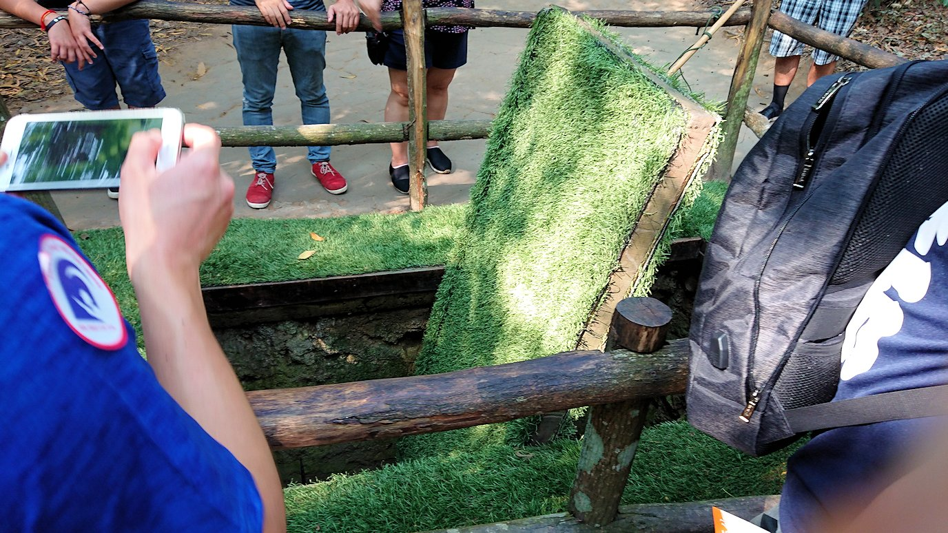 ベトナムのクチトンネルでワナの回転盤を見る3