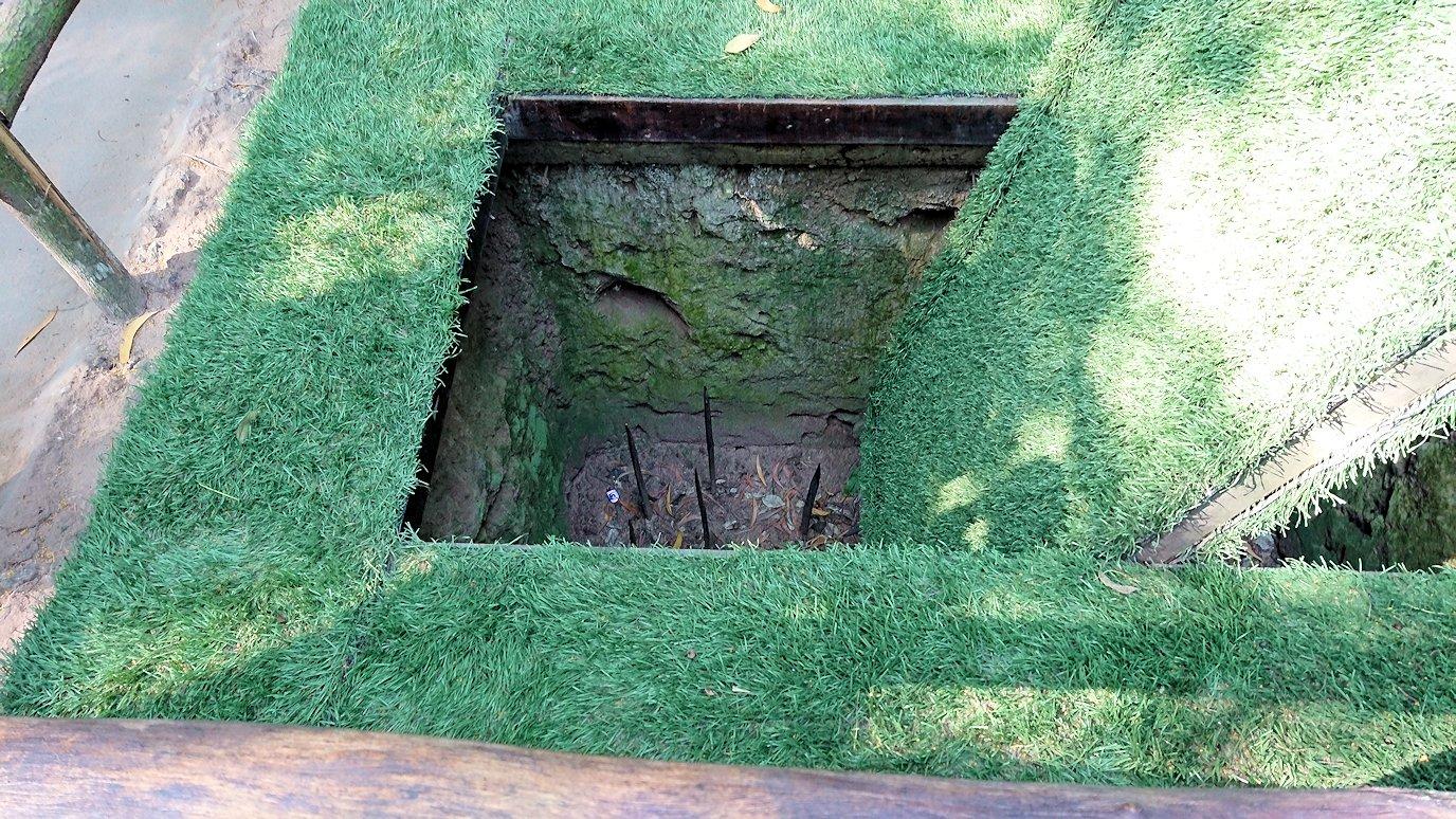 ベトナムのクチトンネルでワナの回転盤を見る4