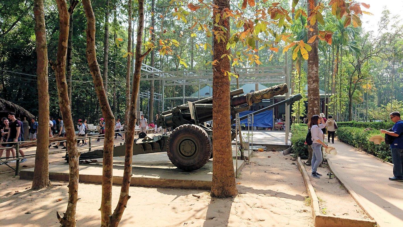 ベトナム戦争時代の自走砲が展示されている