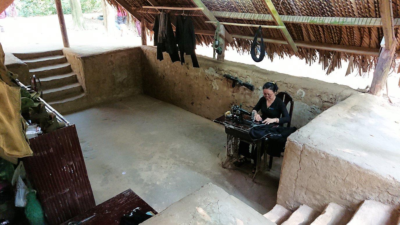 クチトンネルの縫物をしている部屋を見学