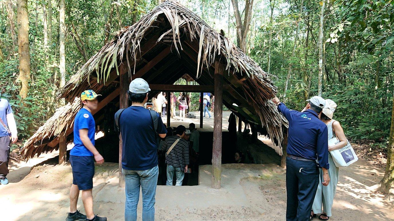 クチトンネルの縫物をしている部屋を見学2