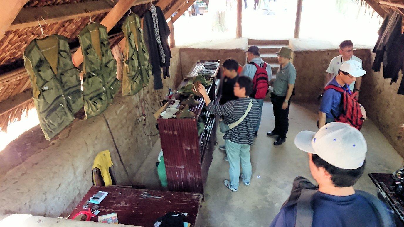 クチトンネルの縫物をしている部屋を見学3