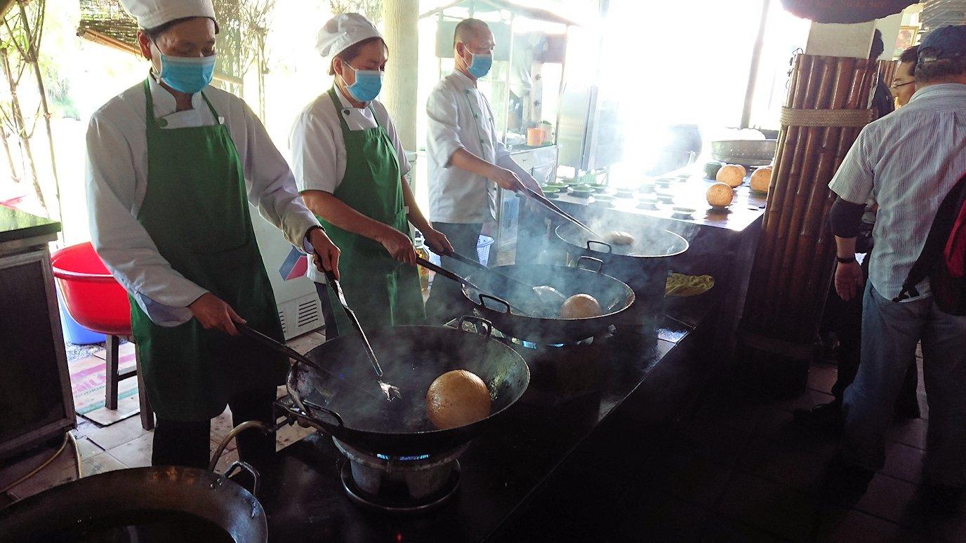 エレファントフィッシュが食べれる昼食レストラン会場の調理風景2