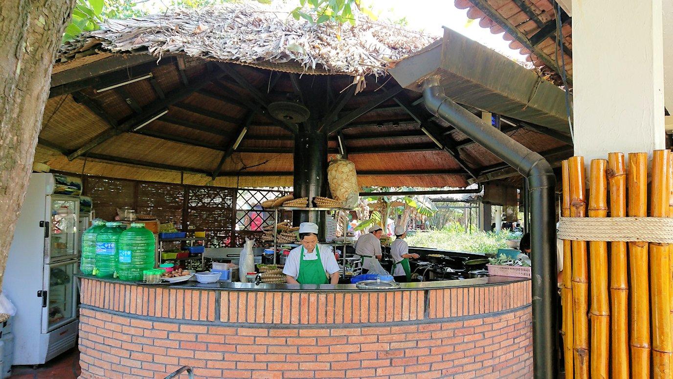 エレファントフィッシュが食べれる昼食レストラン会場の風景9