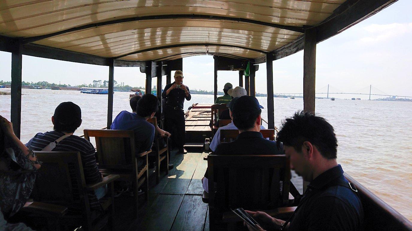 メコン川クルーズを楽しむ男たち7