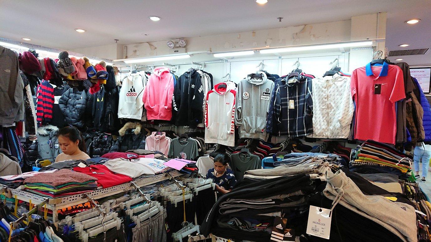 ドンコイ通りにあるショッピングセンターのラッキープラザにて店内をブラつく