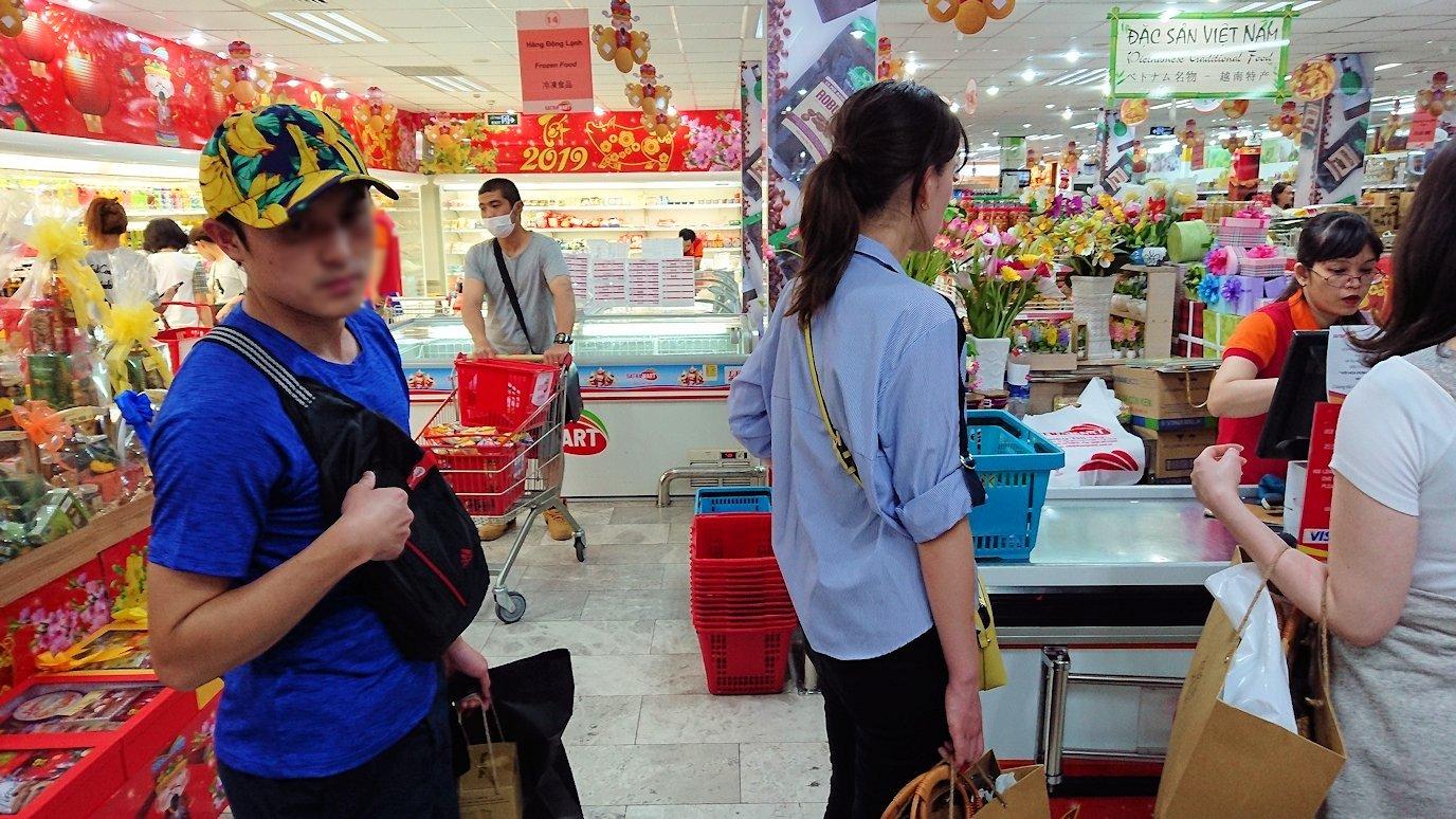 ドンコイ通りにあるショッピングセンターのラッキープラザ3階のスーパーの店内5