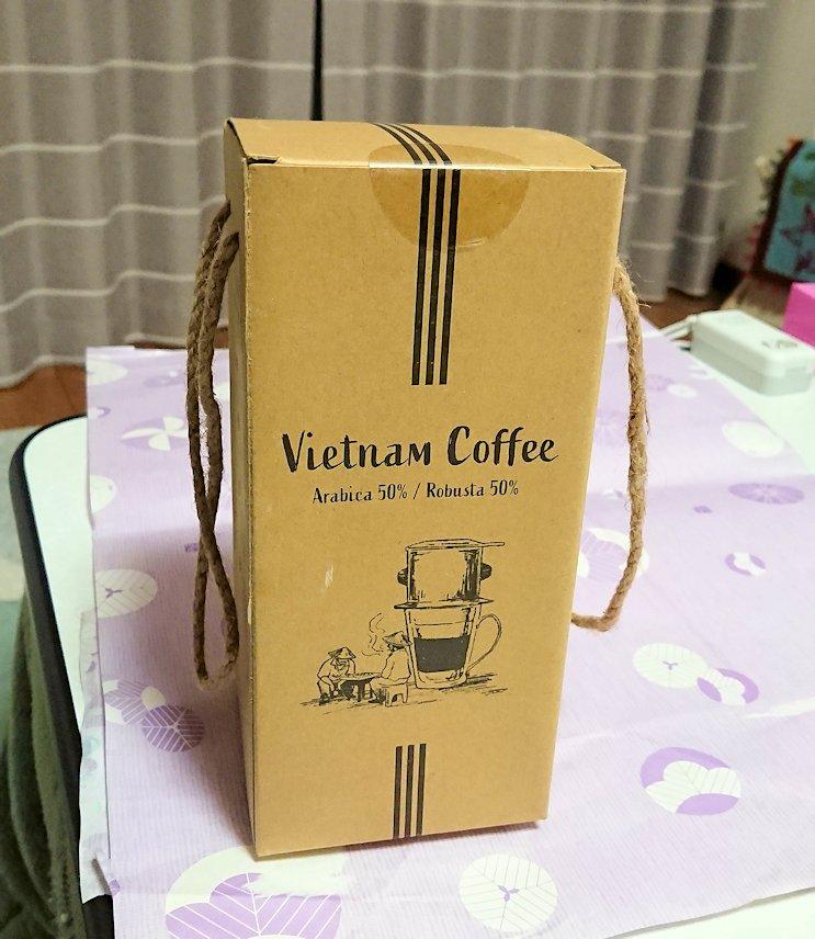 ドンコイ通りにあるショッピングセンターのラッキープラザで購入したコーヒー2