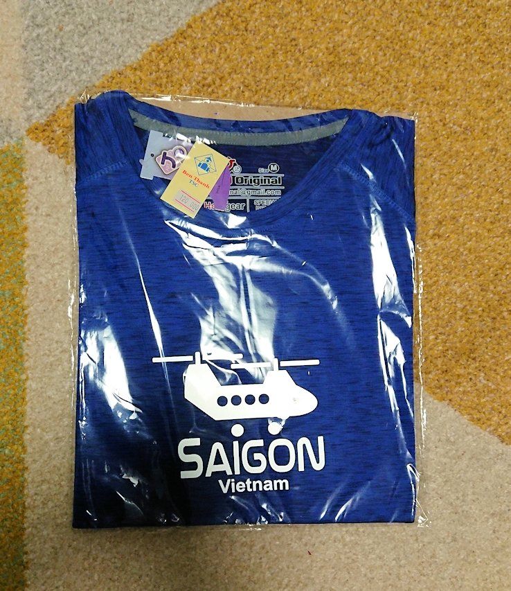 ナイトマーケットで購入したTシャツ2