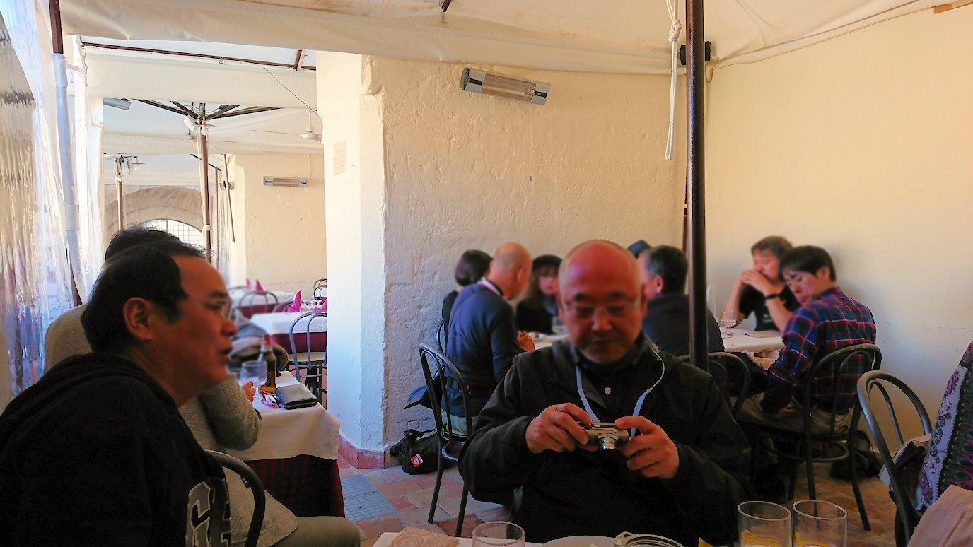 マテーラの街のレストランで食べ終わった
