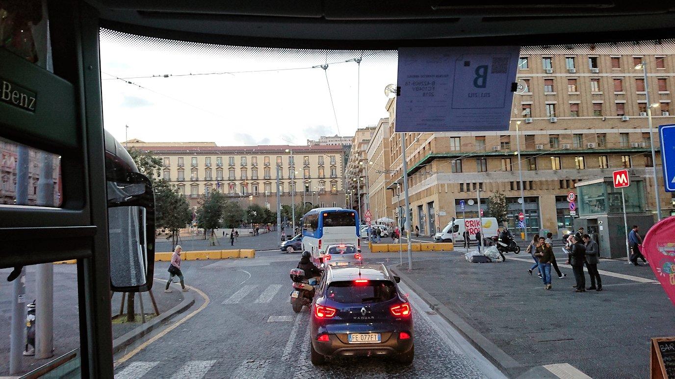 ナポリの街をバスでグルグル回る