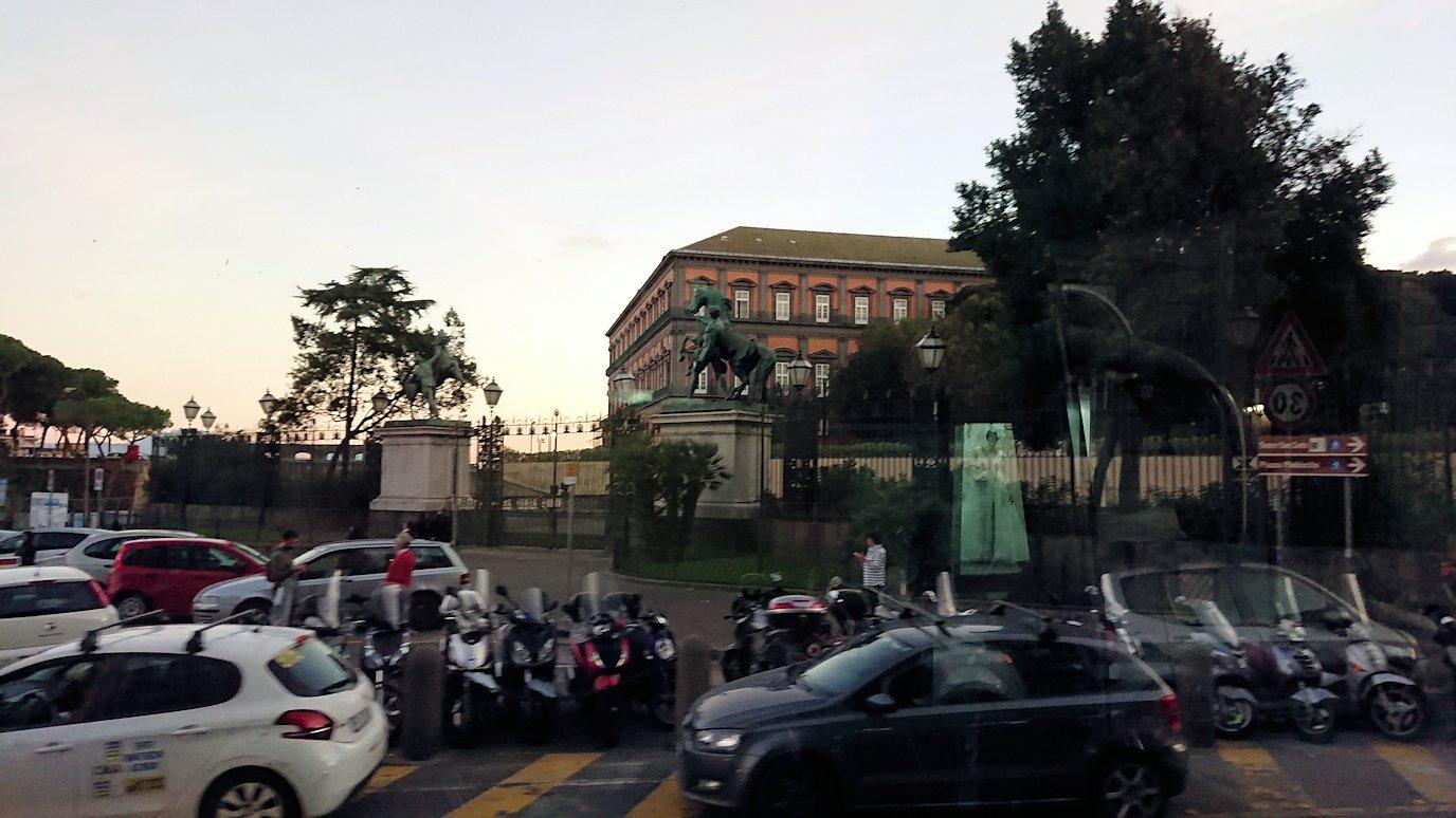 ナポリの街をバスでグルグル回る3