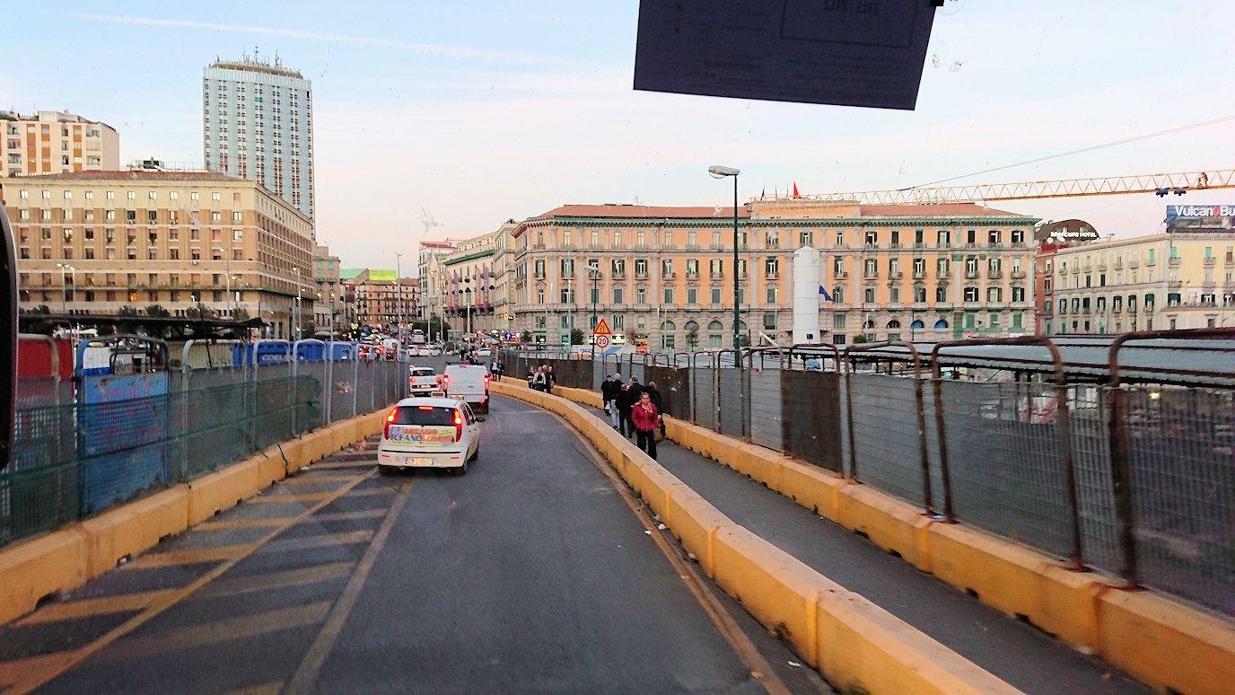 ナポリの街をバスでグルグル回る5
