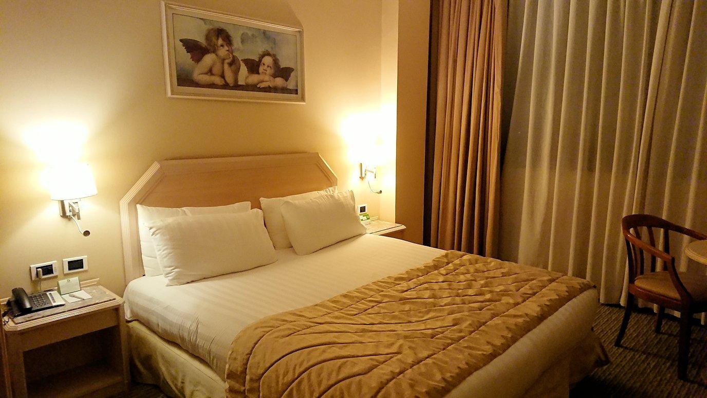 ナポリのホテルの部屋の様子1